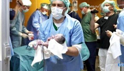 O mamă din Cehia a fost asistată la naștere de 40 de medici. Care a fost motivul