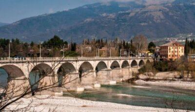 Caz cutremurător în Italia. O femeie s-a aruncat de pe un pod cu copilul în brațe