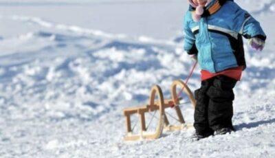 Tragedie la Ialoveni: Un bărbat și nepotul său, care se afla pe sanie, s-au înecat sub gheața unui iaz