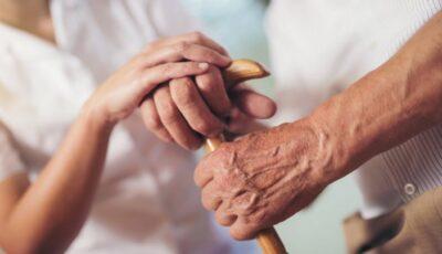 O româncă l-a convins pe un spaniol de 93 de ani să-i dea prin testament casa și o sumă impunătoare de bani, după ce l-a mințit că a rămas însărcinată