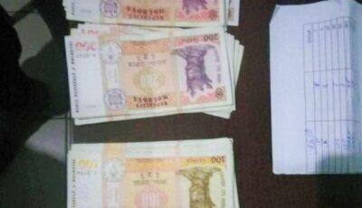 O pungă cu mai multe plicuri  cu bani, găsită pe o stradă din Capitală