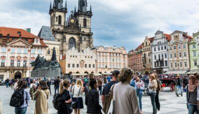 Cehia a intrat din nou în stare de urgență. Magazinele, școlile și grădinițele s-au închis