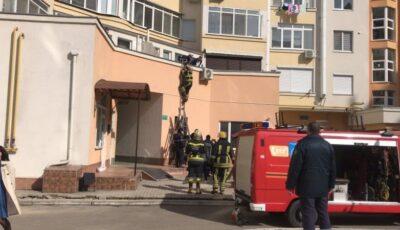 Un copil de 2 ani a căzut în gol de la balconul situat la etajul 9