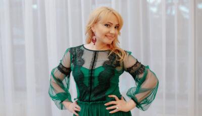 Un escroc care s-a dat drept Adriana Ochișanu a înșelat doi bărbaţi de la care a obţinut mii de euro