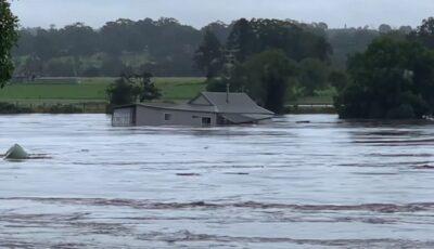 Potop în Australia. Case înghițițe de ploi și zeci de mii de oameni evacuați