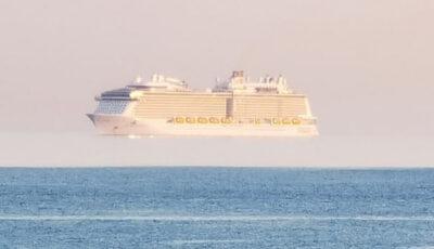 """Vapoarele """"zboară"""" tot mai des în apropiere de țărmul insulelor britanice – un vas de croazieră a fost fotografiat deasupra orizontului"""