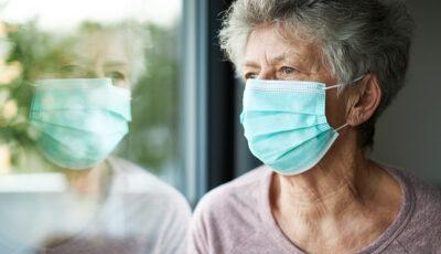 Studiu: Persoanele de peste 65 de ani prezintă un risc mai mare de reinfectare cu coronavirus, comparativ cu persoanele tinere