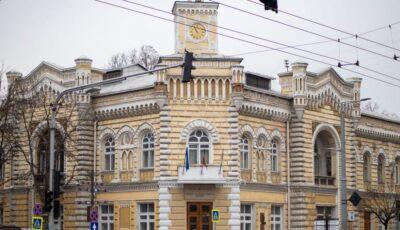 Mai multi angajați ai Primăriei Chișinău, infectați cu Covid-19. Ședințele vor avea loc online