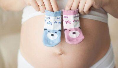 O femeie a născut gemeni la cinci zile distanță unul de celălalt