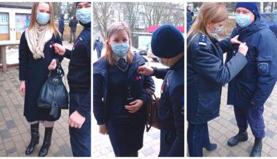 """,,Un gând bun și un mărțișor, pentru al nostru călător"""". Moldovenii, felicitați de poliția de frontieră"""