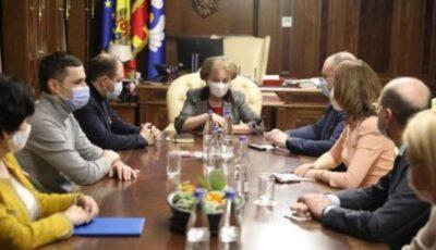 Zinaida Greceanîi a convocat  membrii Guvernului pentru achiziționarea de urgență a unui milion de vaccinuri pentru moldoveni