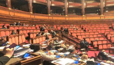 Un deputat italian cere vaccinarea cu prioritate a badantelor din Italia