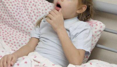 O fetiță de 6 ani din Fălești a făcut pneumonie bilaterală după ce medicul i-a prescris medicamente fără să o examineze