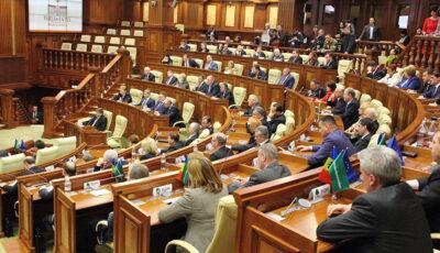 Un deputat moldovean dezvăluie ce salariu a ridicat pentru luna februarie