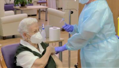 Italia și România autorizează vaccinul AstraZeneca pentru persoanele cu vârsta peste 65 de ani