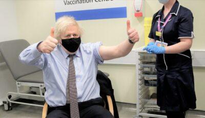 """Premierul britanic Boris Johnson s-a vaccinat cu AstraZeneca. ,,Nu am simţit practic nimic"""""""