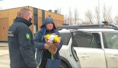 Video! Maestrul Eugen Doga, felicitat de polițiști chiar la traversarea frontierei de stat