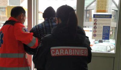 Un bărbat a leșinat într-un oficiu poștal. Carabinierii au sărit de îndată în ajutor