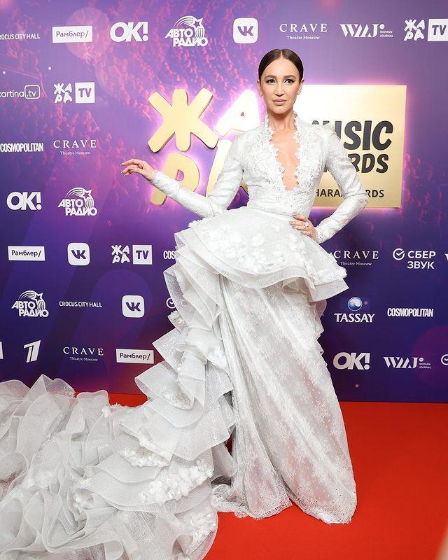 "Glume acide la Jara Music Awards. Olga Buzova a numit-o ,,крыса"" pe Xenia Sobchak"