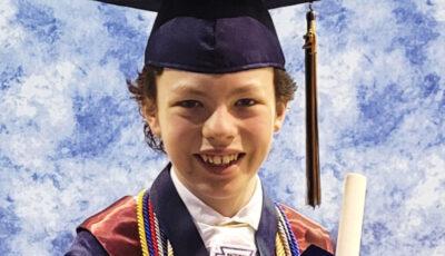 Copilul de 12 ani care va absolvi liceul și facultatea în același timp, chiar dacă școlile au activat la distanță