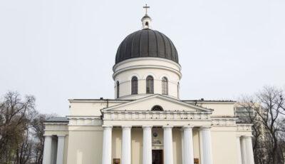 Enoriași fără măști, permiși în biserică. Reacția Mitropoliei