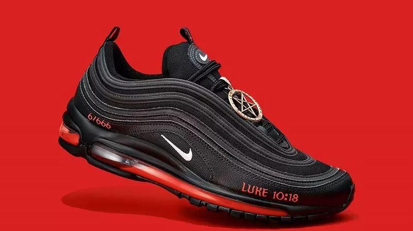 """Nike cere retragerea de pe piață a """"Pantofilor Satan""""! De ce?"""