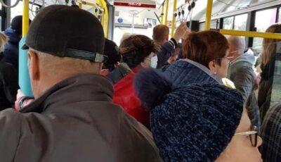 Moldovenii ignoră măsurile stării de urgență. Troleibuzele şi autobuzele sunt arhipline