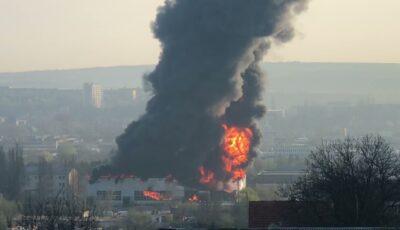 Sesizarea Agenției de Mediu, în urma incendiului de ieri: Conținut sporit de substanțe chimice în aerul din Chișinău