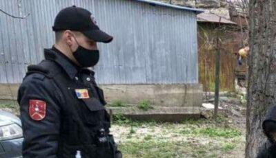 Un copil, reținut cu 12 pachețele de droguri pe o stradă din Capitală