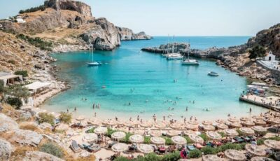 Turiștii moldoveni sunt așteptați în vacanță în Grecia