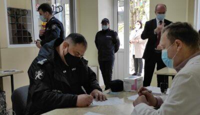În Moldova, a început campania de vaccinare a angajaților din poliție
