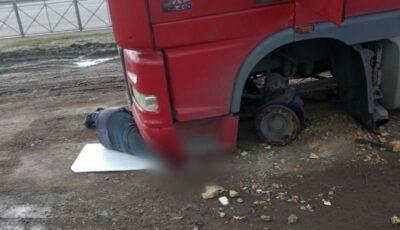 Tragedie de nedescris. Un șofer moldovean a murit strivit de TIR-ul pe care îl conducea, în Rusia