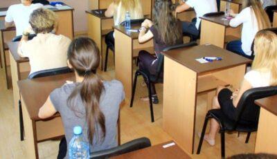Doar elevii din clasele primare ar putea reveni la școală