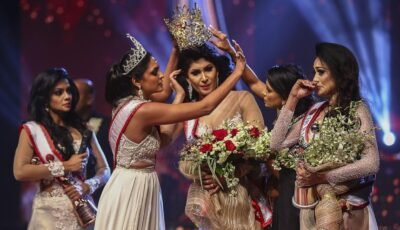Câștigătoarea unui concurs din Sri Lanka s-a ales cu răni la cap după ce o rivală i-a smuls coroana