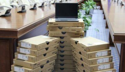 10.000 de laptopuri vor fi distribite elevilor din ciclul gimnazial și liceal pentru învățământul online acasă