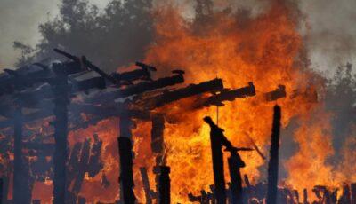 O familie din Hâncești a rămas pe drumuri după ce le-a ars casa până la temelii