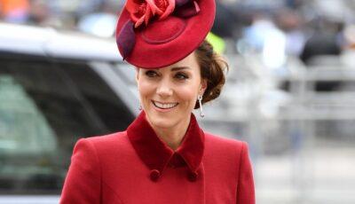 Prinţul Louis a împlinit trei ani. Kate Middleton şi Prinţul William au făcut publică o nouă poză adorabilă cu el