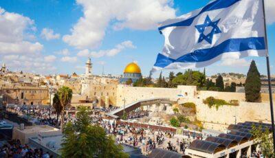 Purtarea măștii în aer liber nu mai este obligatorie în Israel