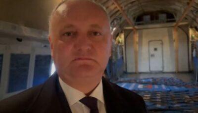 Igor Dodon s-a filmat în avionul plin cu vaccinuri Sputnik-V