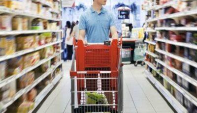 Mâncarea nesănătoasă, interzisă în magazine. Ce produse NU mai pot fi puse pe rafturi