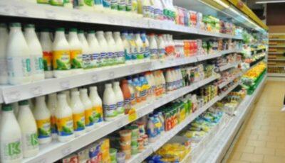 Vaci tot mai puține, iar lapte tot mai mult pe rafturi. Un expert dezvăluie ce mâncăm noi