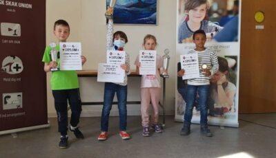 Un băiețel moldovean care locuiește cu părinții săi în străinătate a devenit campionul la șah al Danemarcei