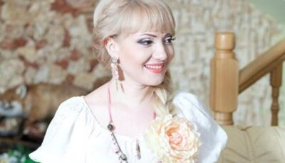 Adriana Ochișanu, într-o imagine rară alături de mama sa care este astăzi sărbătorită