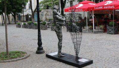 Un nou obiect de artă instalat în Capitală este dedicat persoanelor cu HIV