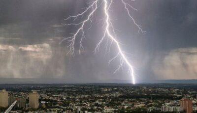 Alertă meteo! Cod Galben de ploi cu fulgere și vijelie, în Moldova