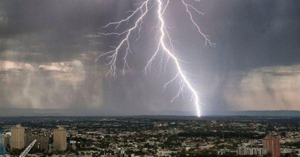 Foto: Alertă meteo! Cod Galben de ploi cu fulgere și vijelie, în Moldova
