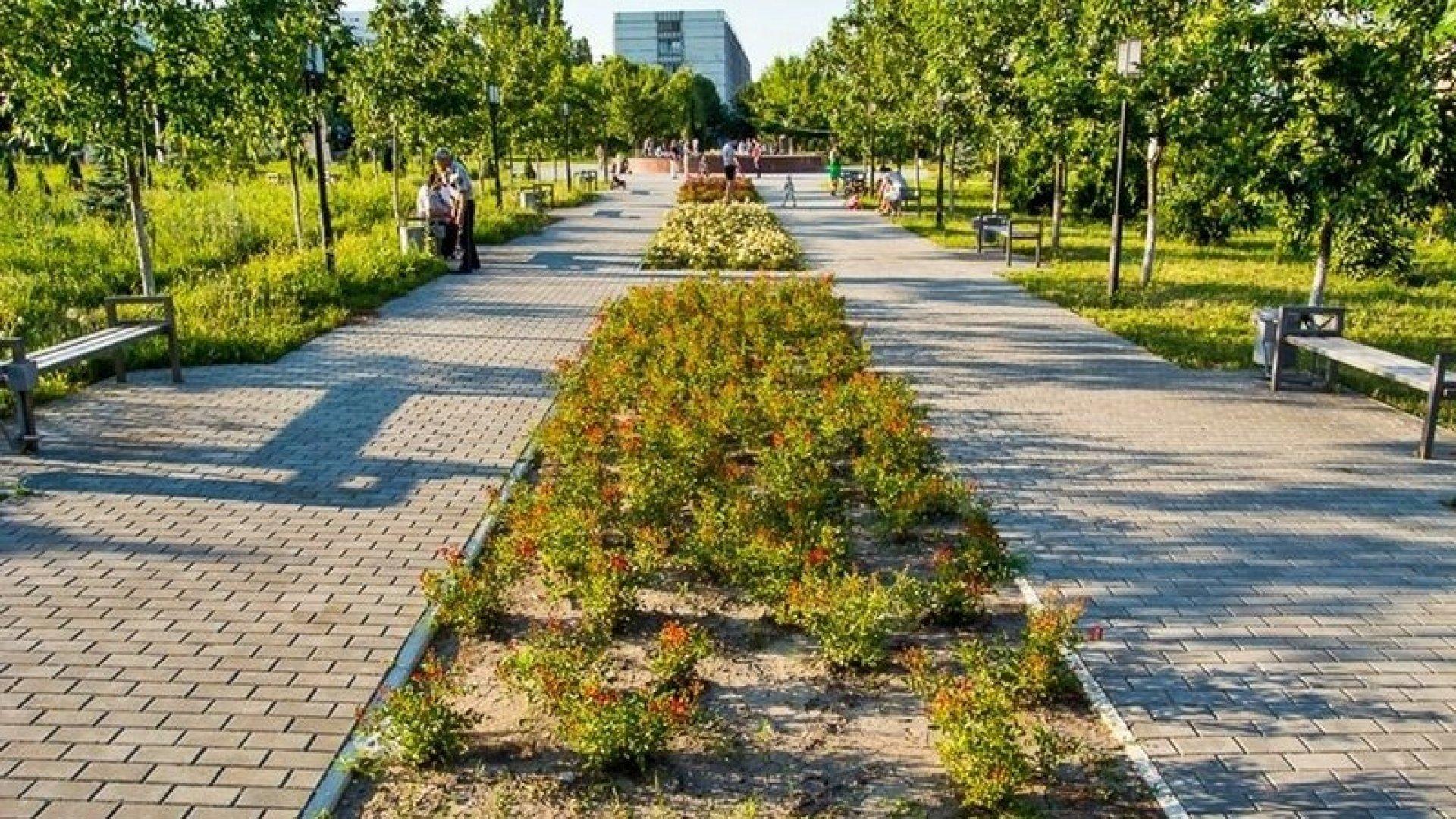 Foto: O nouă poartă accesibilă pentru vizitatori, la parcul Dendrariu