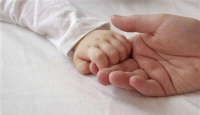 Doi părinți și-au intoxicat din neatenție bebelușul de 3 luni. În ce au dizolvat laptele praf