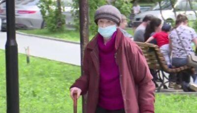 Mai mulți cetățeni nu renunță la masca de protecție în aer liber, deși nu mai sunt obligați să o poarte