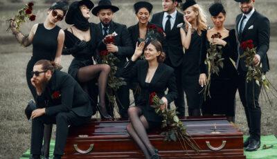 """Noi astăzi am îngropat ,,frica, durerea, disperarea"""" din ultimul an! Dar tu? (proiect fashion)"""